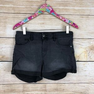 Black H&M cuffed shorts size 6 // I10
